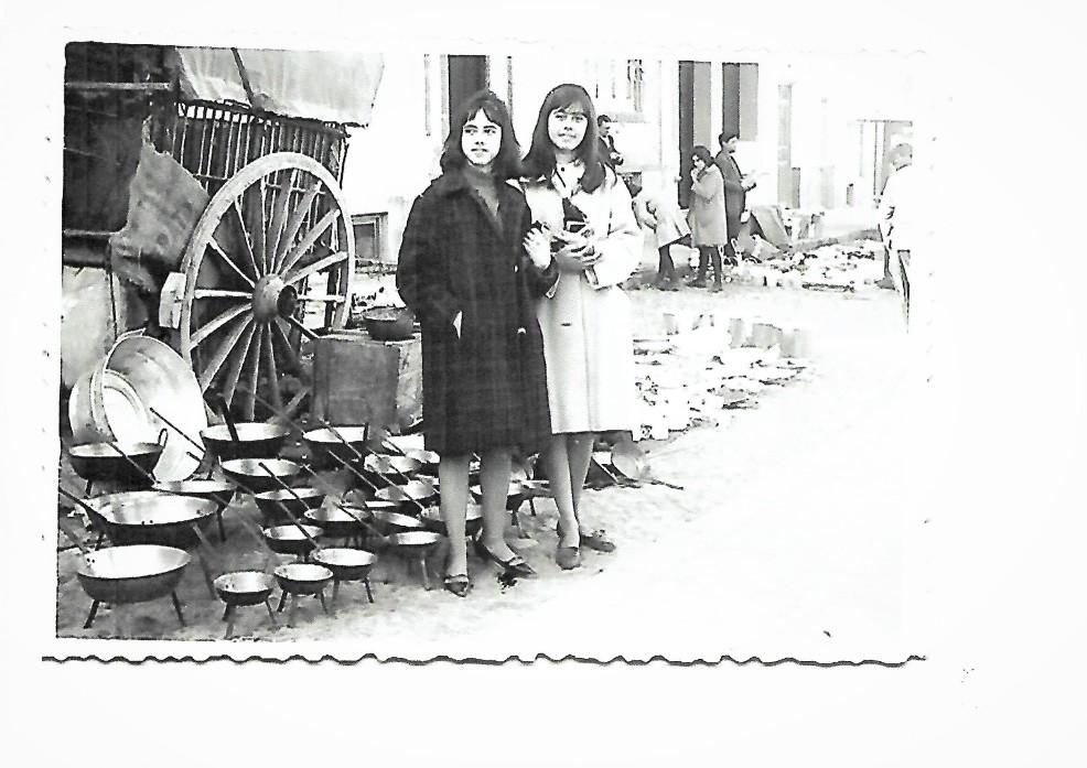 En la plaza SartenesScan.jpg